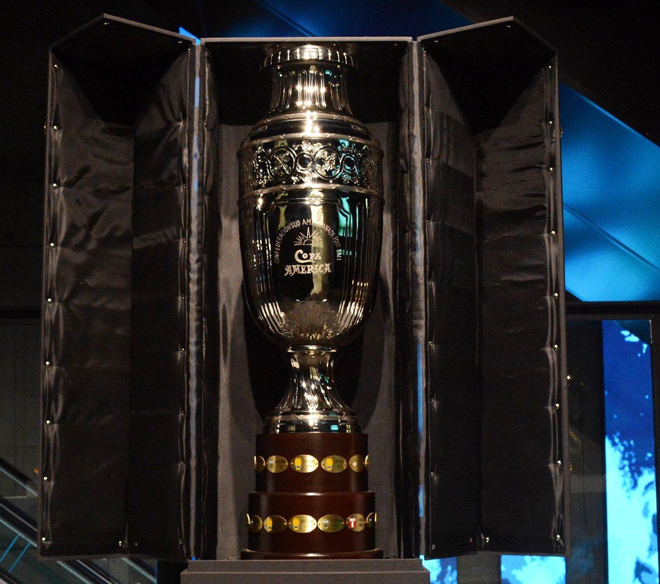 El Museo del Deporte exhibe una réplica de la Copa América